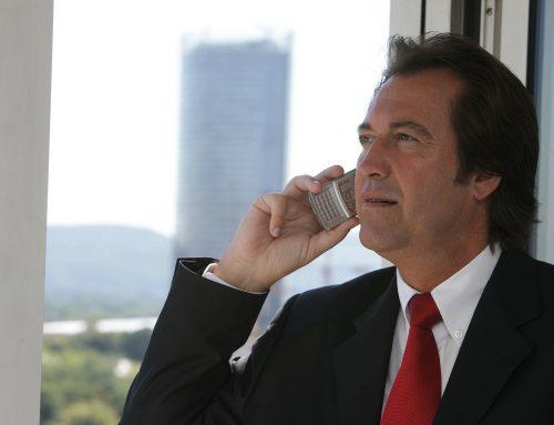 Prečo má šéf 8 ročný mobil?